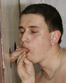 Jongen pijpt geil